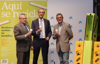 Hugo Morán, Benito Rodríguez y Juan Carlos Enrique reciclan la bombilla 200 millones